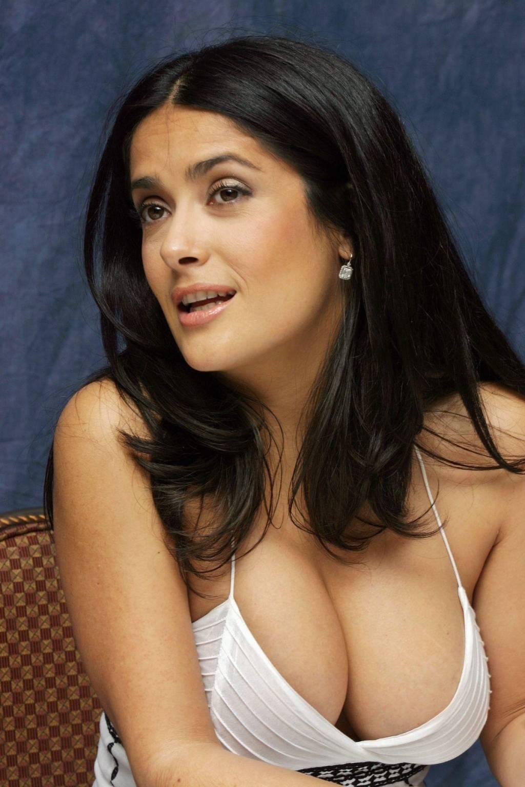 Латино-американка показывает большую грудь  456634