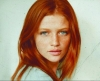 kızıl saçlı yeşil gözlü beyaz tenli kadın