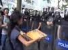 gezi parkı direnişinde polise ikram