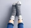 41 numara ayakkabı giyen kadın