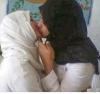türbanlıyla öpüşmek