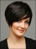 saçlarını kısacık kestiren kadın