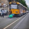 almanya da tramvay yolunda namaz kılan çomar