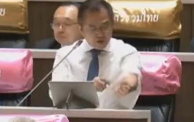 meclis konuşmasında kolunu kesen milletvekili