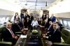 erdoğan ın koltuğuna kolunu dayayan gazeteci