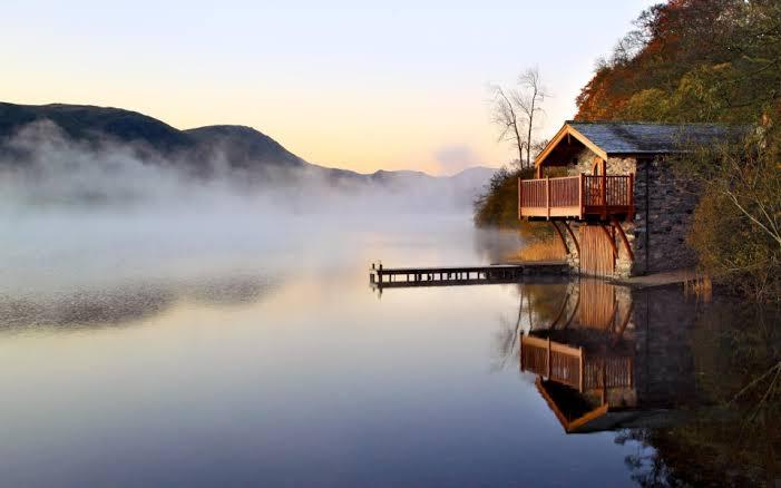 elinde bardakla saatlerce göl manzarası izlemek