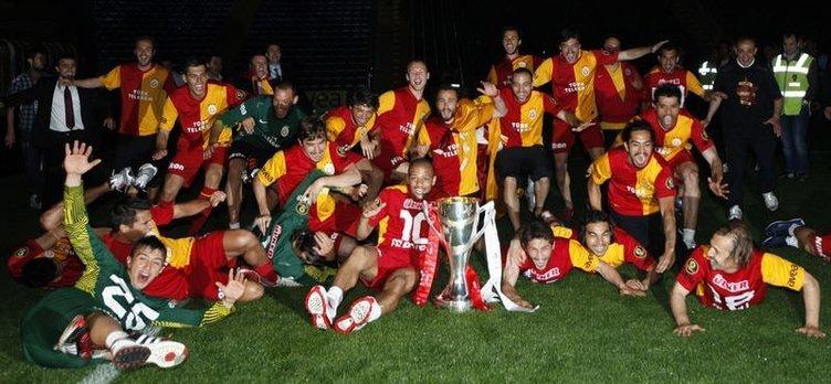 Galatasaray SK 2021-22 Nike Kits