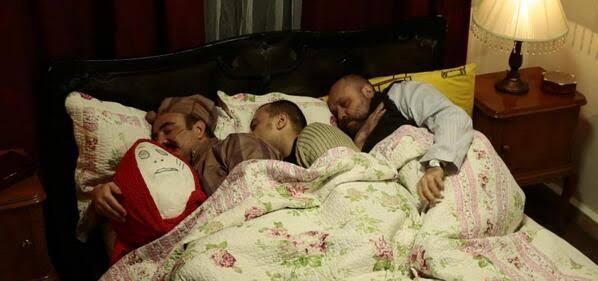 bütün sözlük yazarları aynı yatakta uyumak