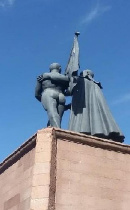 müstehcen atatürk heykeli