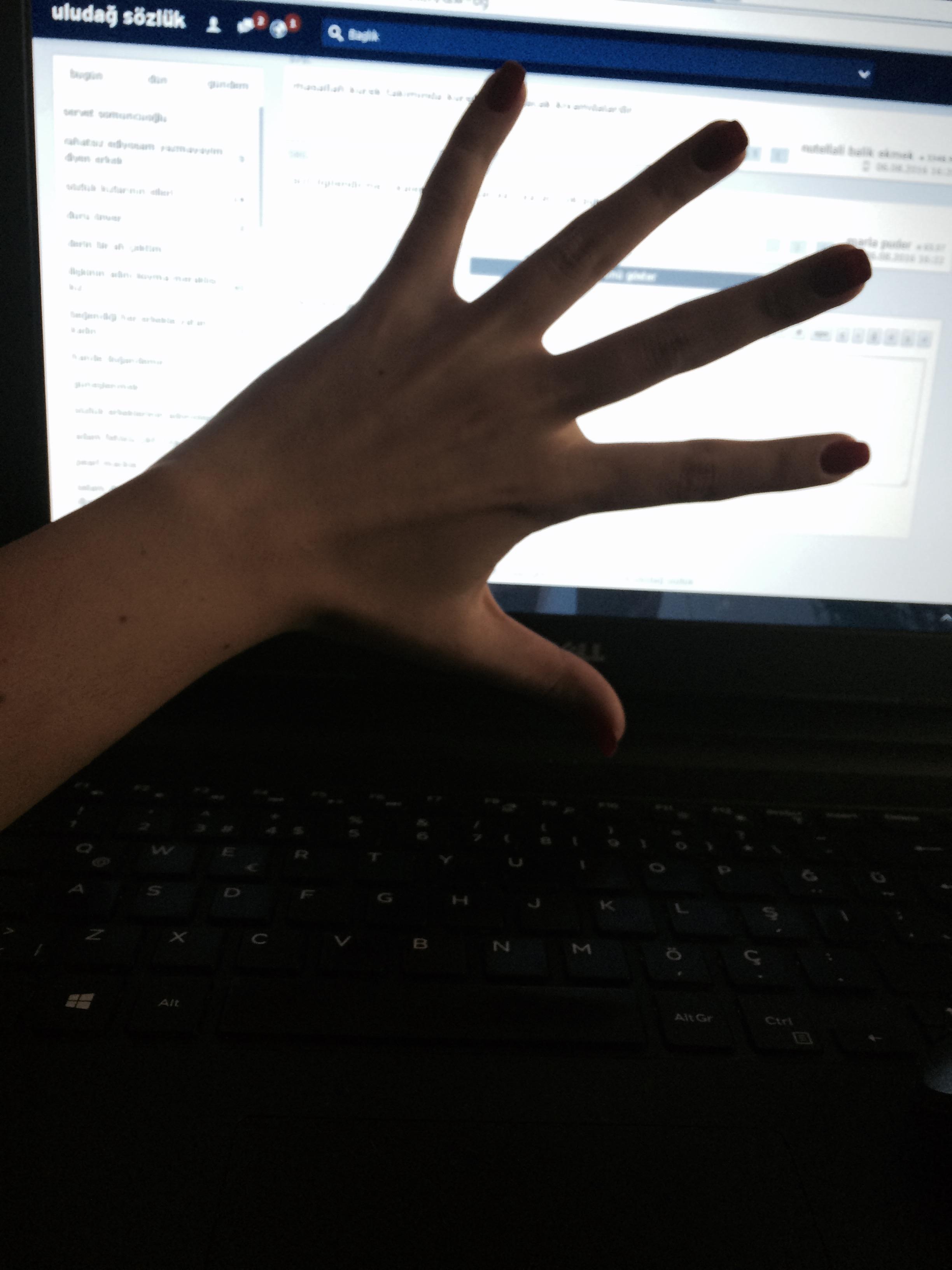 sözlük kızlarının elleri