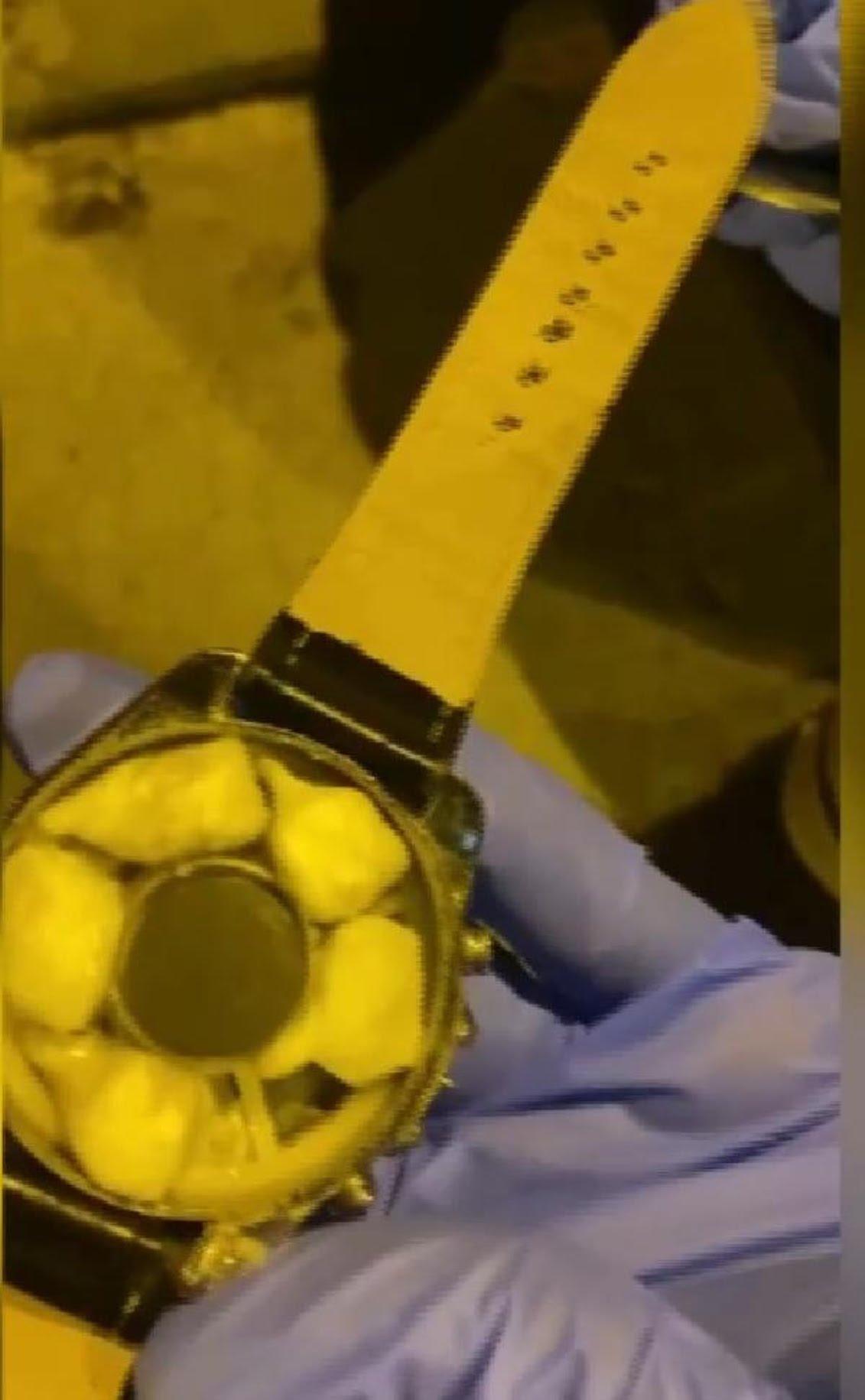 kol saatinin içine uyuşturucu saklayan zanlılar