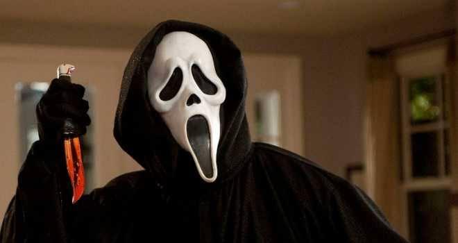 gece uyurken odaya giren çığlık maskeli adam