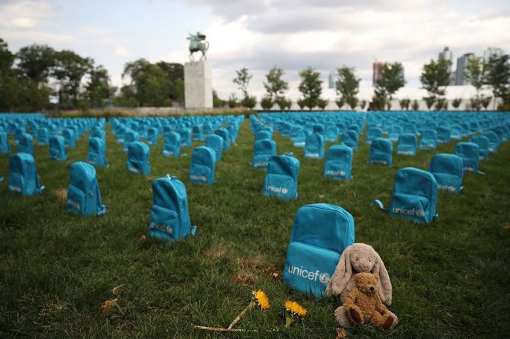 unicef in bm önünde yaptığı temsili mezarlık