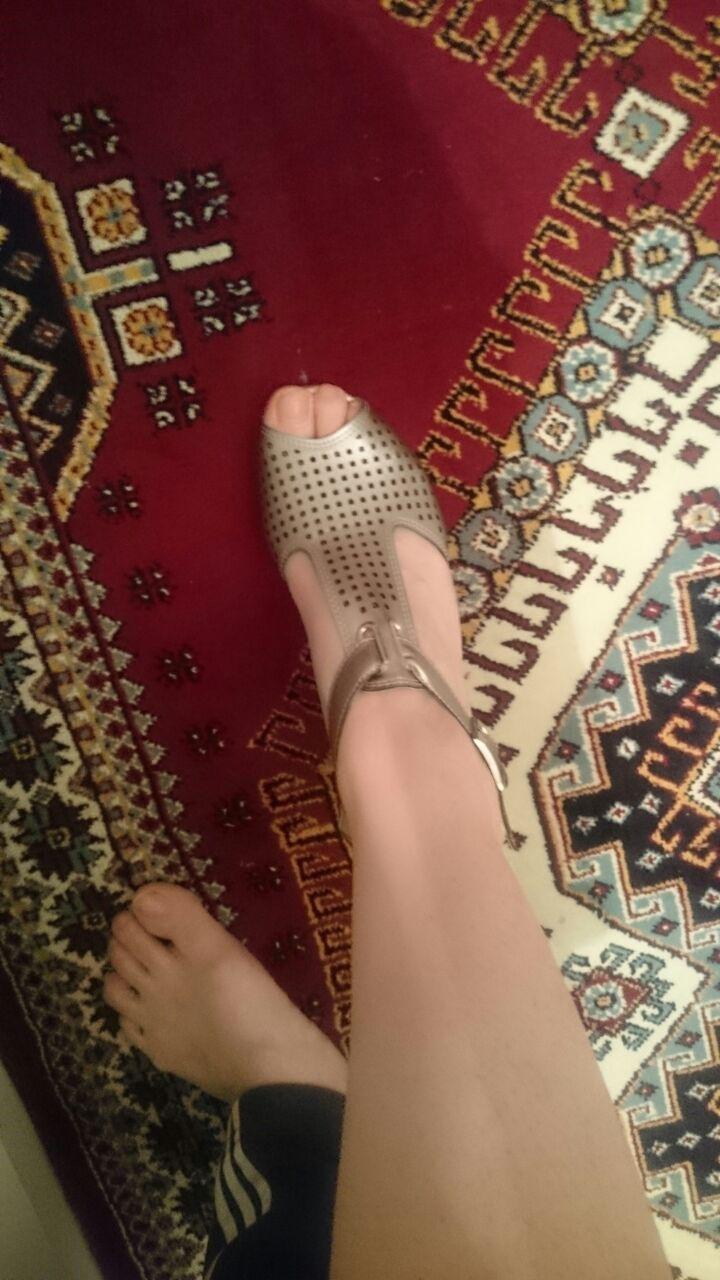 ayak bileklerini göstermek